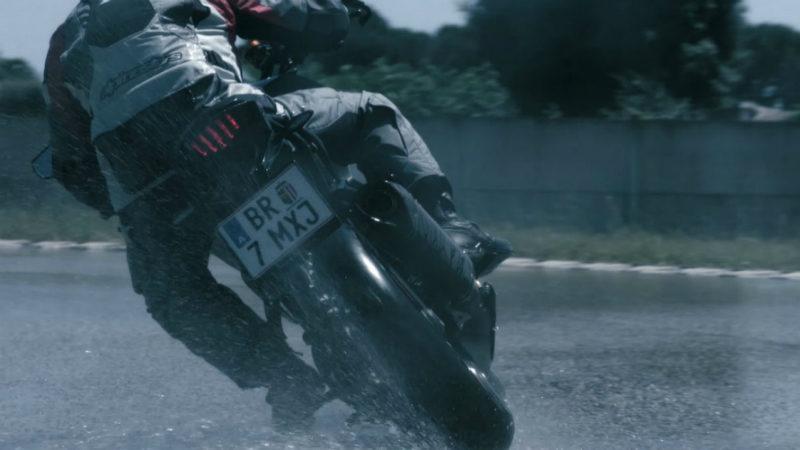 Bridgestone, consejos para manejar su moto en temporada de lluvias