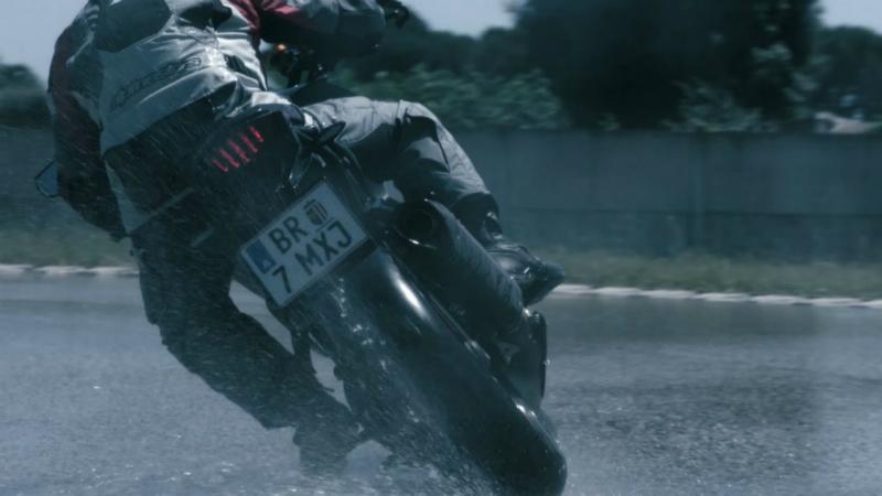 Tips Bridgestone para manejar en temporada de lluvias