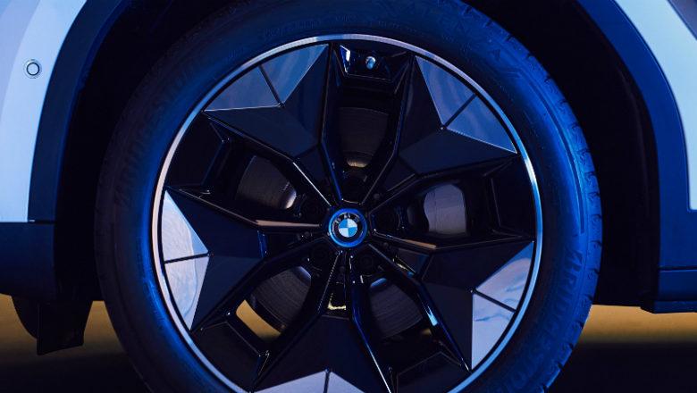 BMW iX3, con llantas de última generación