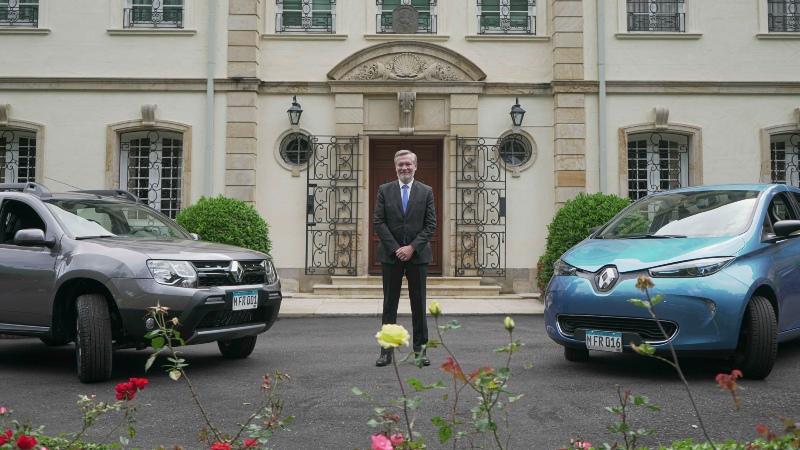 Renault Duster  Al Servicio De La Embajada De Francia
