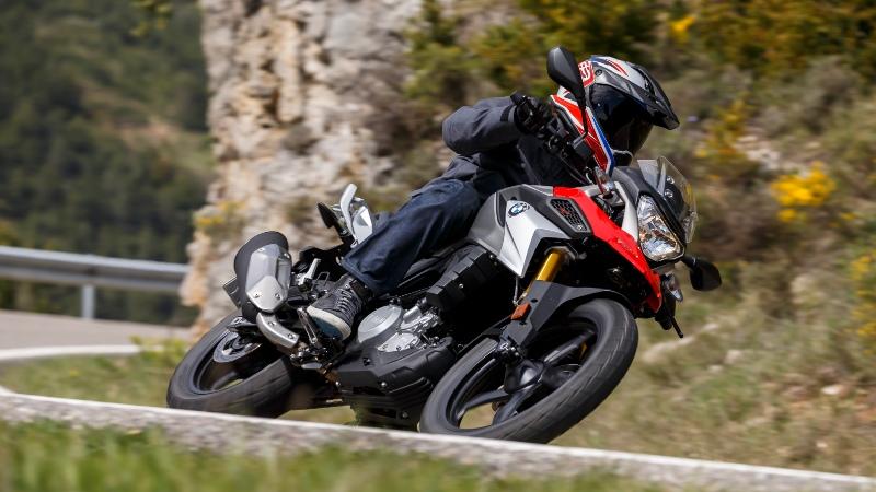 10 tips para viajar en auto o moto por carretera