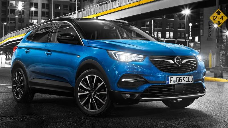 """Opel pone primera en Colombia con """"Abajo el muro"""""""